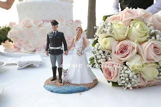 statuetta personalizzata sposi torta matrimonio sposo polizia con gatto orme magiche