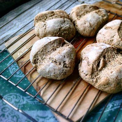 Pane con lievito madre, lino, avena, grano duro