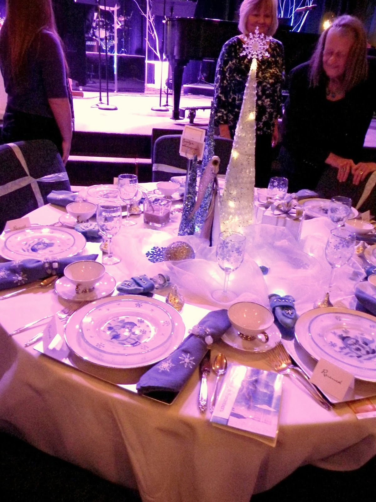 Sweet Sixteen Table Settings & Love The Crystals Hanging ...
