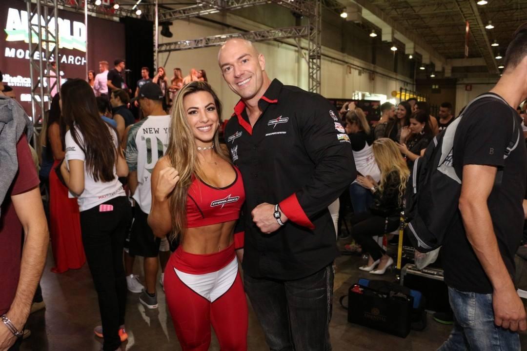 A atleta Michelly Crifespy ao lado do marido Carlos Tomaiolo. Foto: Divulgação