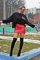 http://www.karyn.pl/2018/01/czarna-bluza-i-czerwona-lakierowana.html?showComment=1517669558138#c4899261375203781716