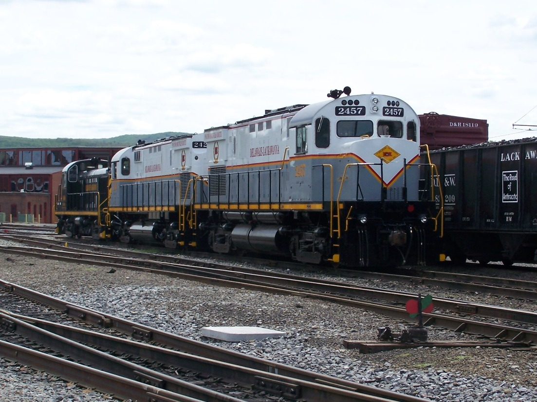 DL 2457 along with DL 2423 have recently received a new paint scheme.