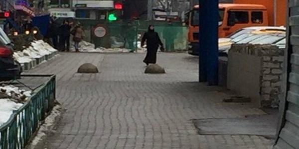 Ο απόλυτος τρόμος στη Μόσχα:Ισλαμίστρια κρατούσε κομμένο κεφάλι παιδιού και απειλούσε να ανατιναχθεί   Βίντεο