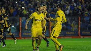 Darío Benedetto y Fernando Gago, los mejores promedios del Boca campeón de la Superliga. (Mario Quinteros)