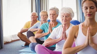 Yoga mang lại nhiều lợi ích về thể chất và tinh thần cho người già