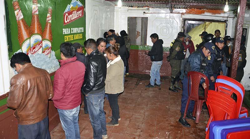 15 personas continuaban bebiendo a las 10:30 de la mañana dentro de