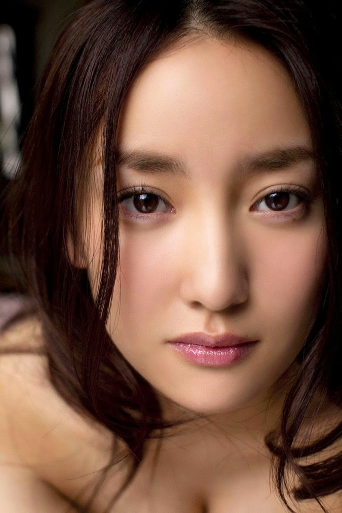 natsuko nagaike boob cleavage 03