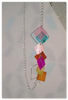 collier carré et coloré