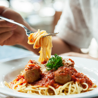 image of a plate of spaghetti and meatballs
