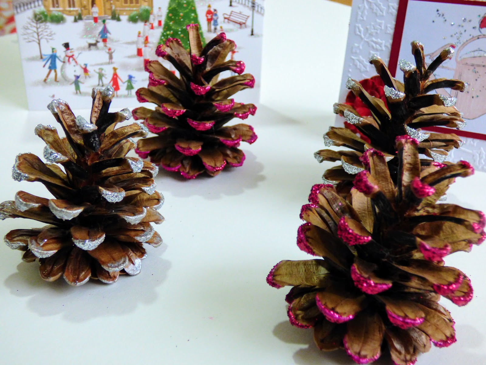 Easy pine cone crafts christmas glitter kids crafts christmas for Pine cone christmas ornaments crafts