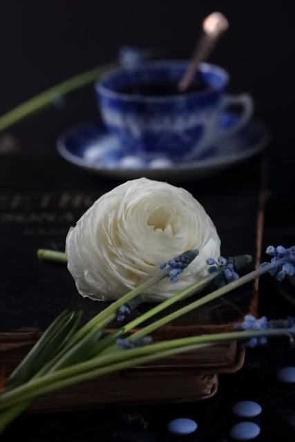 asetelma, kukkia, leinikki, still life flowers