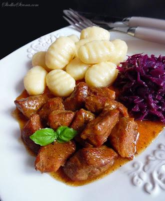 Gulasz Wiepszowy z Karkówki - Słodka Strona - Przepis