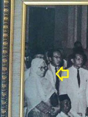Penggebrak Sejarah, Muslimah Berjilbab Lebar di Zaman Perjuangan yang Tertangkap Kamera!