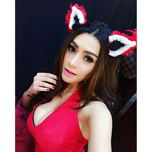 chelline anatasyah selfie red miss popular   zona artis lagi