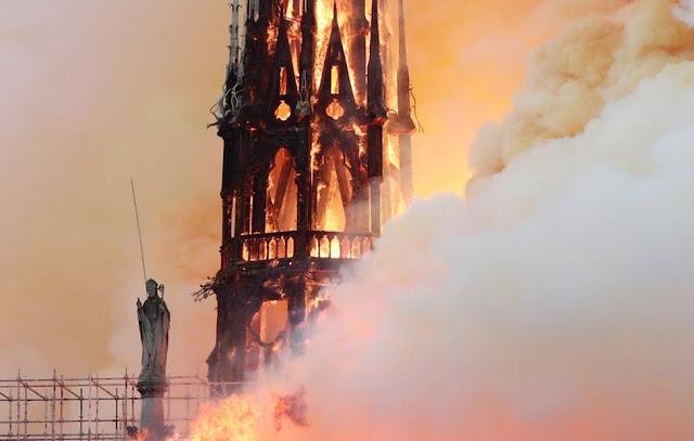 Penampakan kebakaran di Katedral Notre-Dame Paris