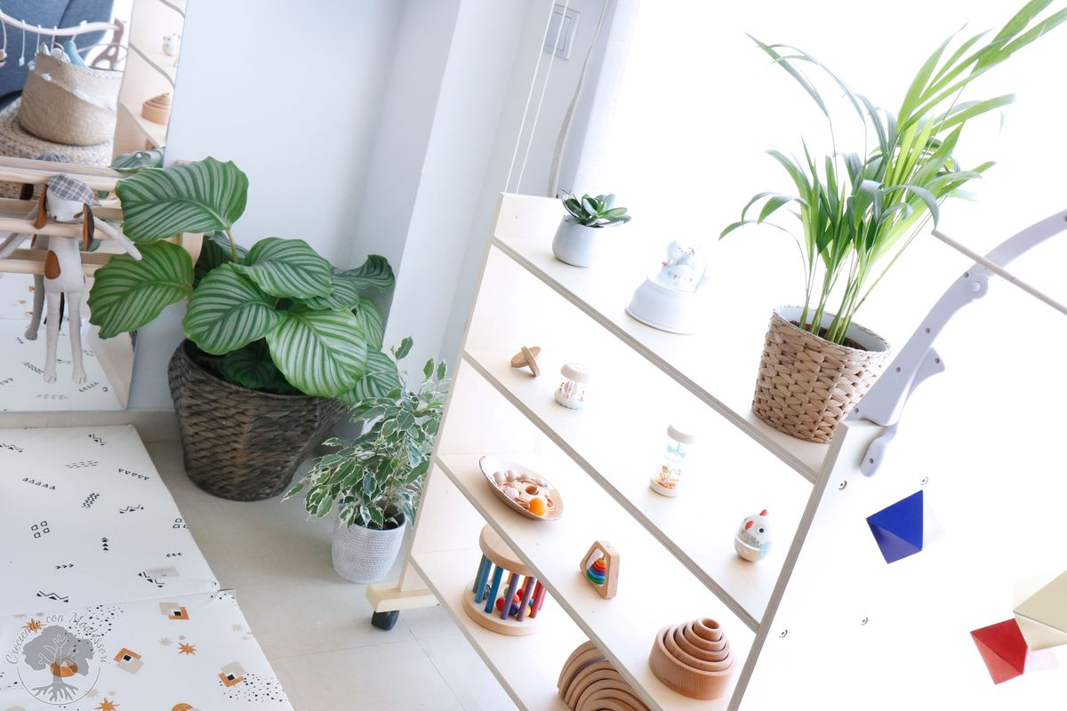 plantas para decorar habitación infantil Montessori con macetas y naturaleza