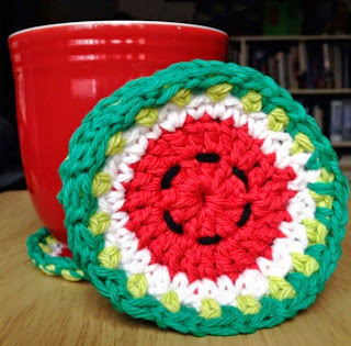 http://translate.googleusercontent.com/translate_c?depth=1&hl=es&prev=/search%3Fq%3Dhttp://crochet.craftgossip.com/%26safe%3Doff%26biw%3D1429%26bih%3D984&rurl=translate.google.es&sl=en&u=http://bowtiesfezzes.com/2014/01/20/what-a-melon-coaster-set-pattern-and-photo-tutorial/&usg=ALkJrhh6673ofTGBEul66tkb5oMpVSEMpg
