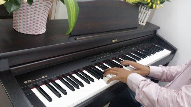 Dáng bàn tay khi chơi đàn Piano