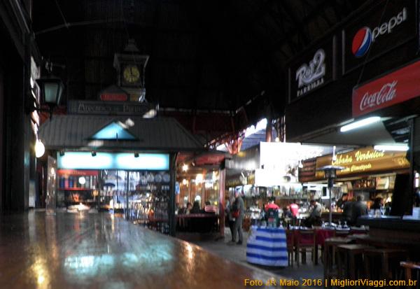 Bares restaurantes no Mercado del Puerto - Montevidéu