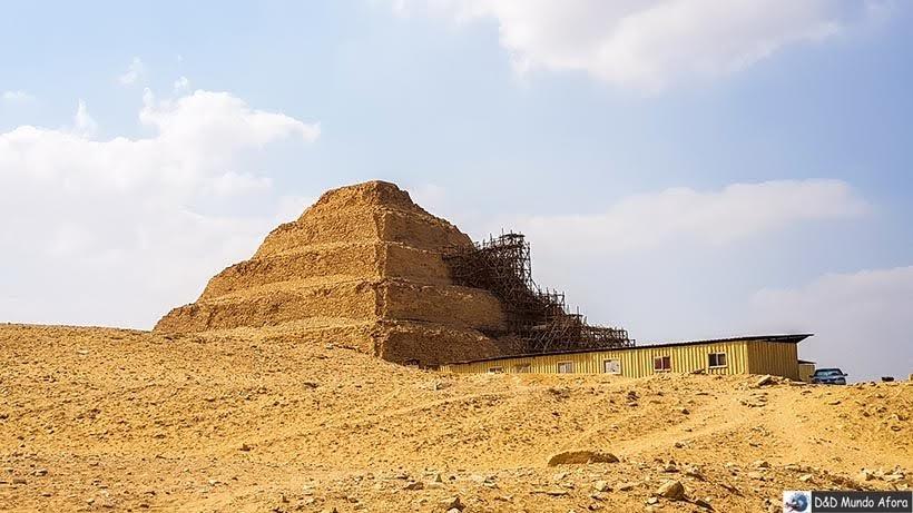 Primeira pirâmide egípcia em Saqqara, Egito
