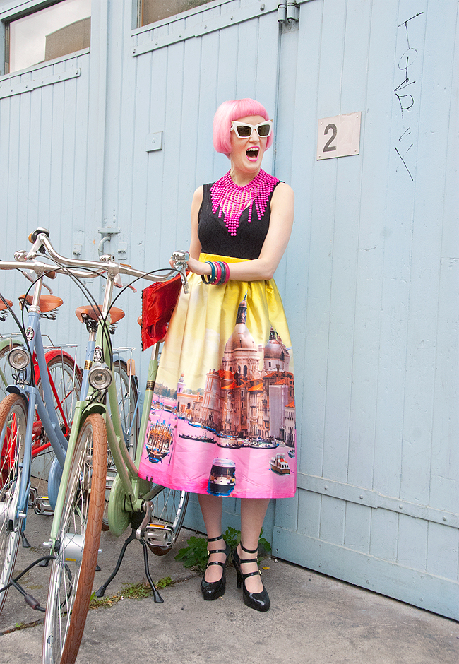 girl with bicycle, fashionblogger, skirt with print