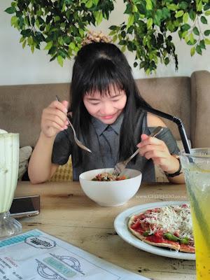 foodie_heerlijk_cafe_kekinian_telolet_foodies_food_kuliner_surabaya_sby_sub_culinary_makanan_beverages_hot_merli_amanda_kohar_food blogger_blogger_indonesia_indo_id_news_cantik_girl_makan_chippeido_futari_nikita_michimomo_momo_michelle_hendra_michelle hendra_amanda kohar_vicky yuwono_vicky_lucky_vick_jie_jiewa_jiewa viery_viery_ivana_ivanna_magdalena_engagement_tunangan_bae_boo_pacar_boy_christmas_baby_bebeb_beb_cinta_love_likes_instagram_ig_hits_selebgram_museum_perpus_perpustakaan_price_list_harga_menu_book