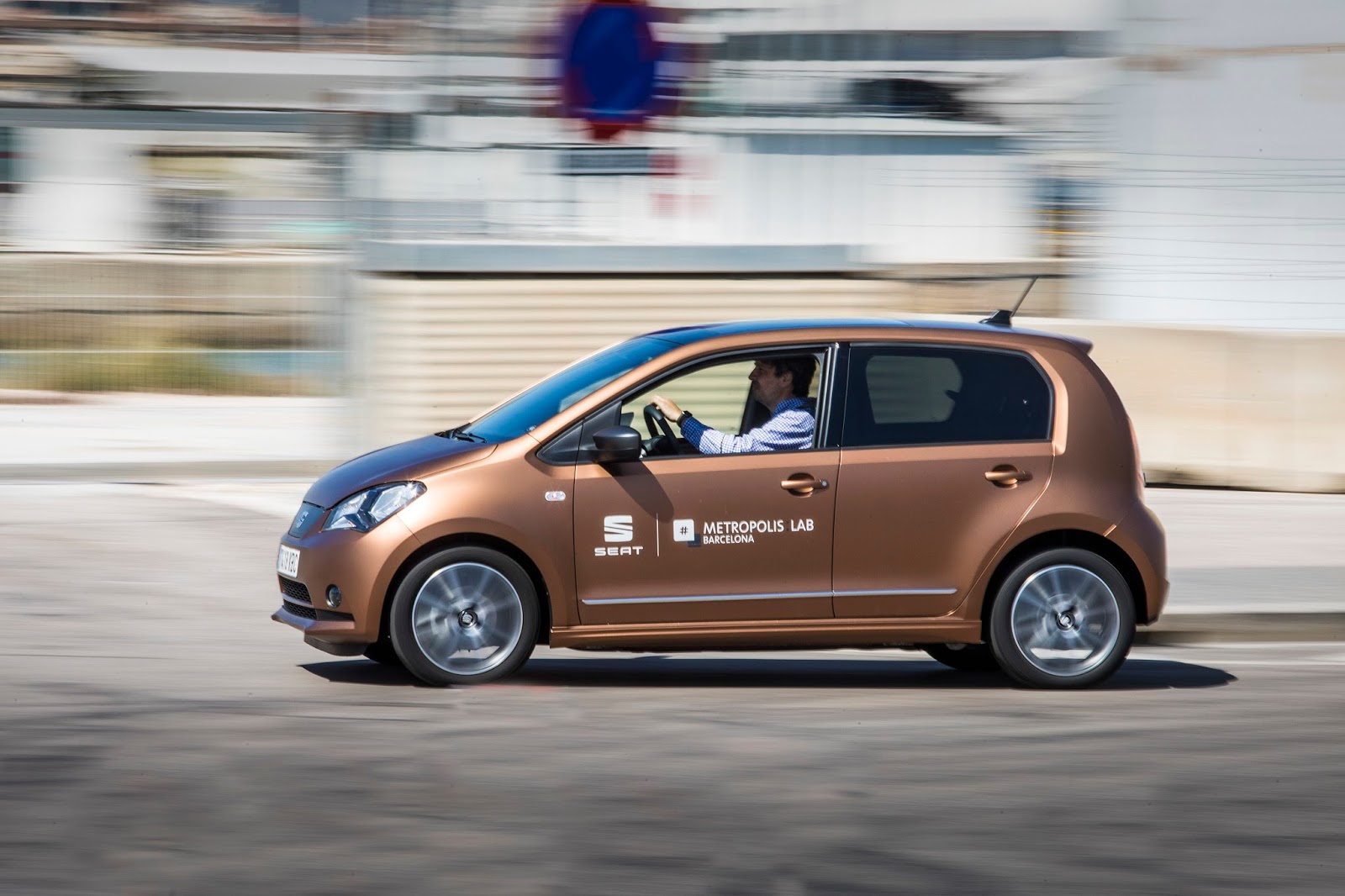 abaea7f15d Spanish carmaker SEAT has introduced a pilot car-sharing project in  Barcelona with a fleet of Mii electric cars