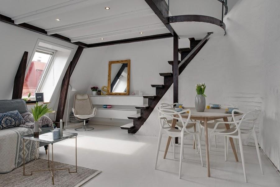 Białe mieszkanie na poddaszu, wystrój wnętrz, wnętrza, urządzanie domu, dekoracje wnętrz, aranżacja wnętrz, inspiracje wnętrz,interior design , dom i wnętrze, aranżacja mieszkania, modne wnętrza, styl klasyczny, styl skandynawski, styl skandynawski, belki, schody, antresola, jadalnia