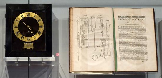 Réplica do relógio criado por Christiaan Huygens e seu projeto
