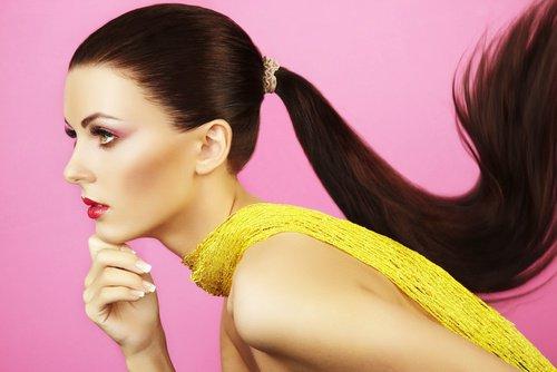 Comment maîtriser les cheveux indisciplinés