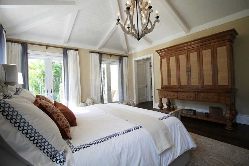 How to Lessen Chances of Waking Up With Puffy Eyes Bedroom