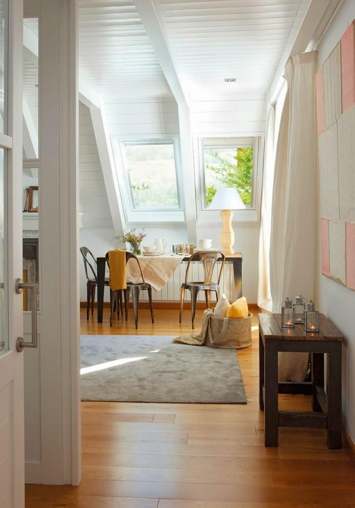 Śliczne, nieduże mieszkanko na poddaszu, wystrój wnętrz, wnętrza, urządzanie domu, dekoracje wnętrz, aranżacja wnętrz, inspiracje wnętrz,interior design , dom i wnętrze, aranżacja mieszkania, modne wnętrza,styl klasyczny, styl francuski, musztardowe dodatki, mieszkanie ze skosami, mieszkanie na poddaszu, jadalnia