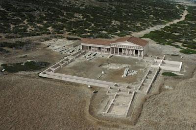 να εστιατόριο 3 χιλιετιών αποκαλύπτεται στο Αιγαίο και ο αρχαιολόγος Γιάννος Κουράγιος μιλά γι' αυτό