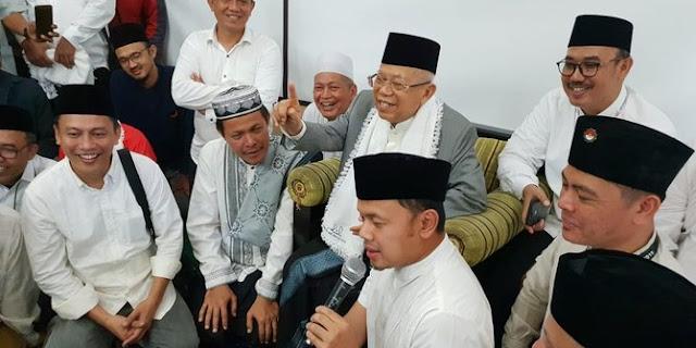 Acungkan Satu Jari, Wali Kota Bogor Dikalungi Sorban oleh Ma'ruf Amin