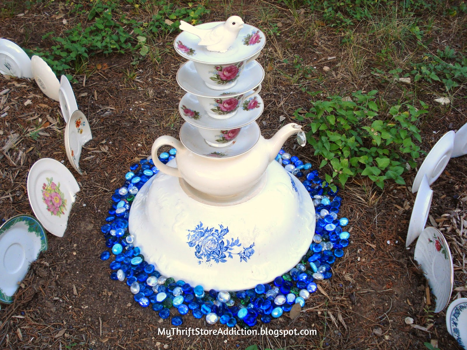 Thrift Store Yard: Teacup Tower mythriftstoreaddiction.blogspot.com Create a teacup tower with yard sale and thrift store dishes