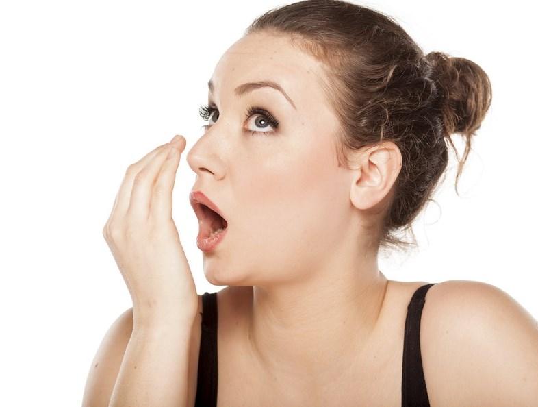 18 Penyebab dan Gejala Bau Mulut Kronis