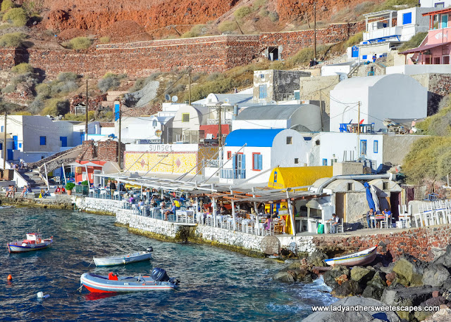 taverns in Amoudi bay