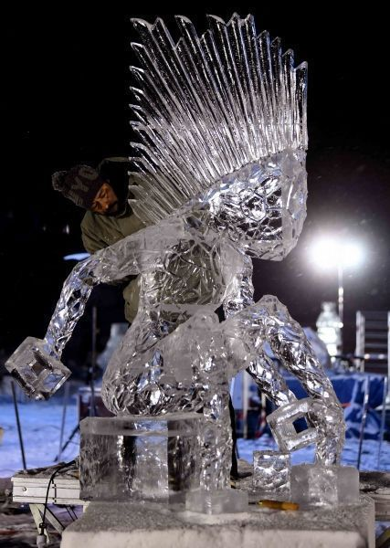 Pinoy sculptor hailed 'King of Ice Carvings' in France