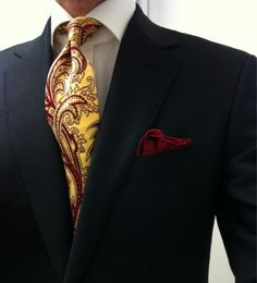 Patterned tie with pocket square