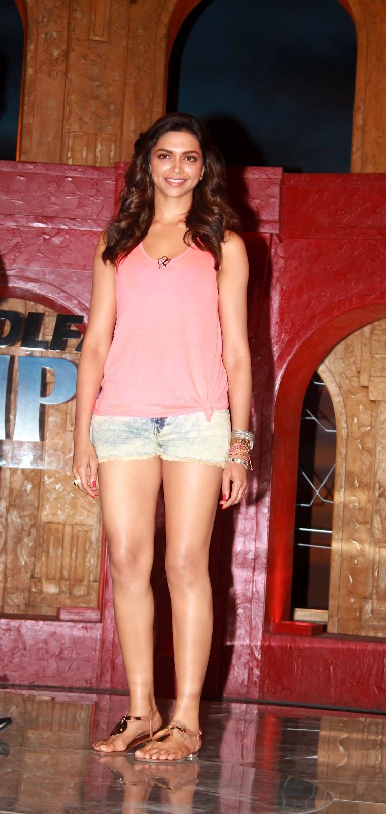 Deepika Padukone hot in pink top & short jeans at Extraa ...