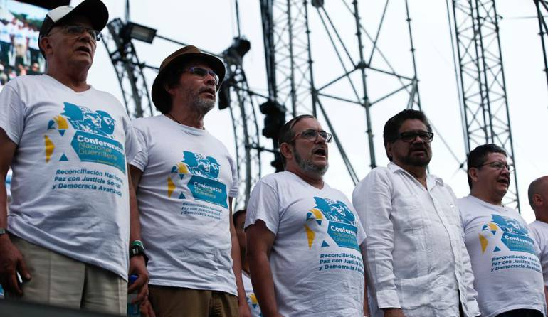 Ante giro de 360° de Uribe, @FARC_EPueblo nos llaman a salir a la calle a defender #QueSeMantengaElCese