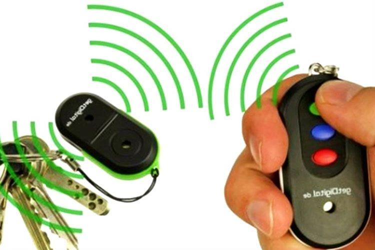 Anahtar bulucu gelen sinyali izleyerek kaybolan anahtarı bulmaktadır.