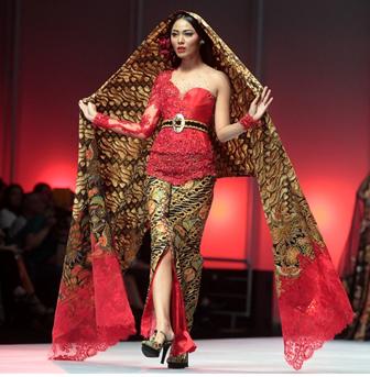 Model Kebaya Terbaru Anne Avantie Lengan Pendek