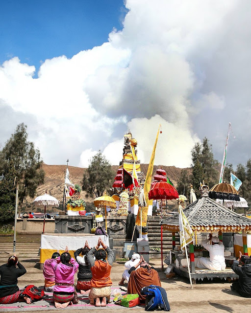 The Kasada Ceremony In Tengger Yadnya Kasada festival tengger bromo