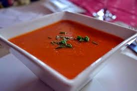 Sopa fría de tomate a la Mediterránea