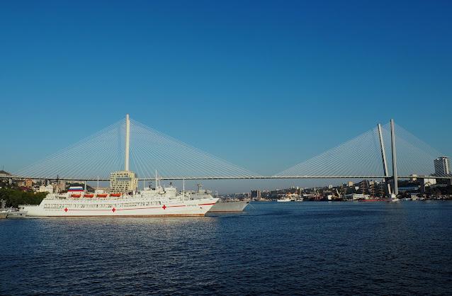 Владивосток, бухта Золотой Рог и Золотой мост