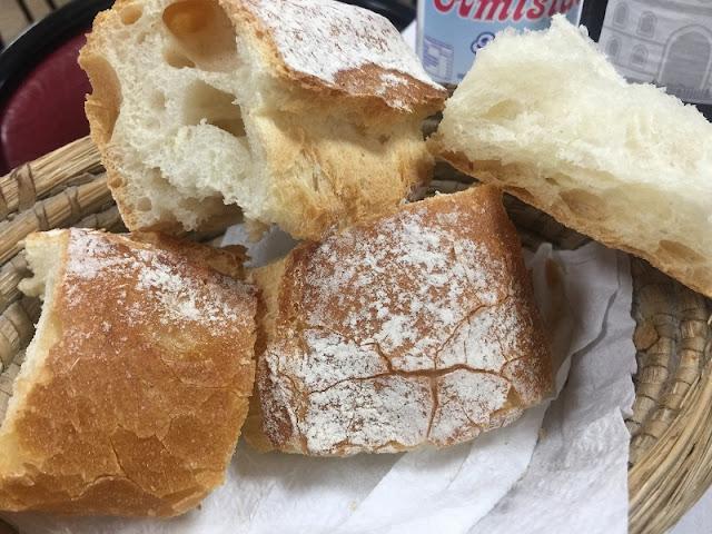 Bandeja de pan del restaurante casa Aragó I