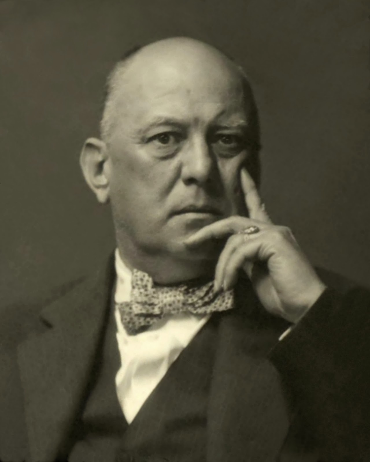 Aleister Crowley Tarot: The Kind Of Face You Hate: The Kind Of Face You Slash