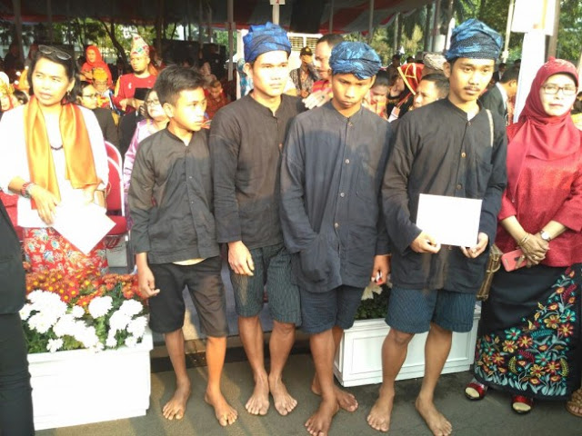 Diundang Presiden Jokowi, Empat Warga Baduy ke Istana tanpa Alas Kaki