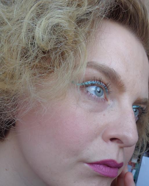 MAKIJAŻ JEDNĄ MARKĄ: letni makijaż GOLDEN ROSE